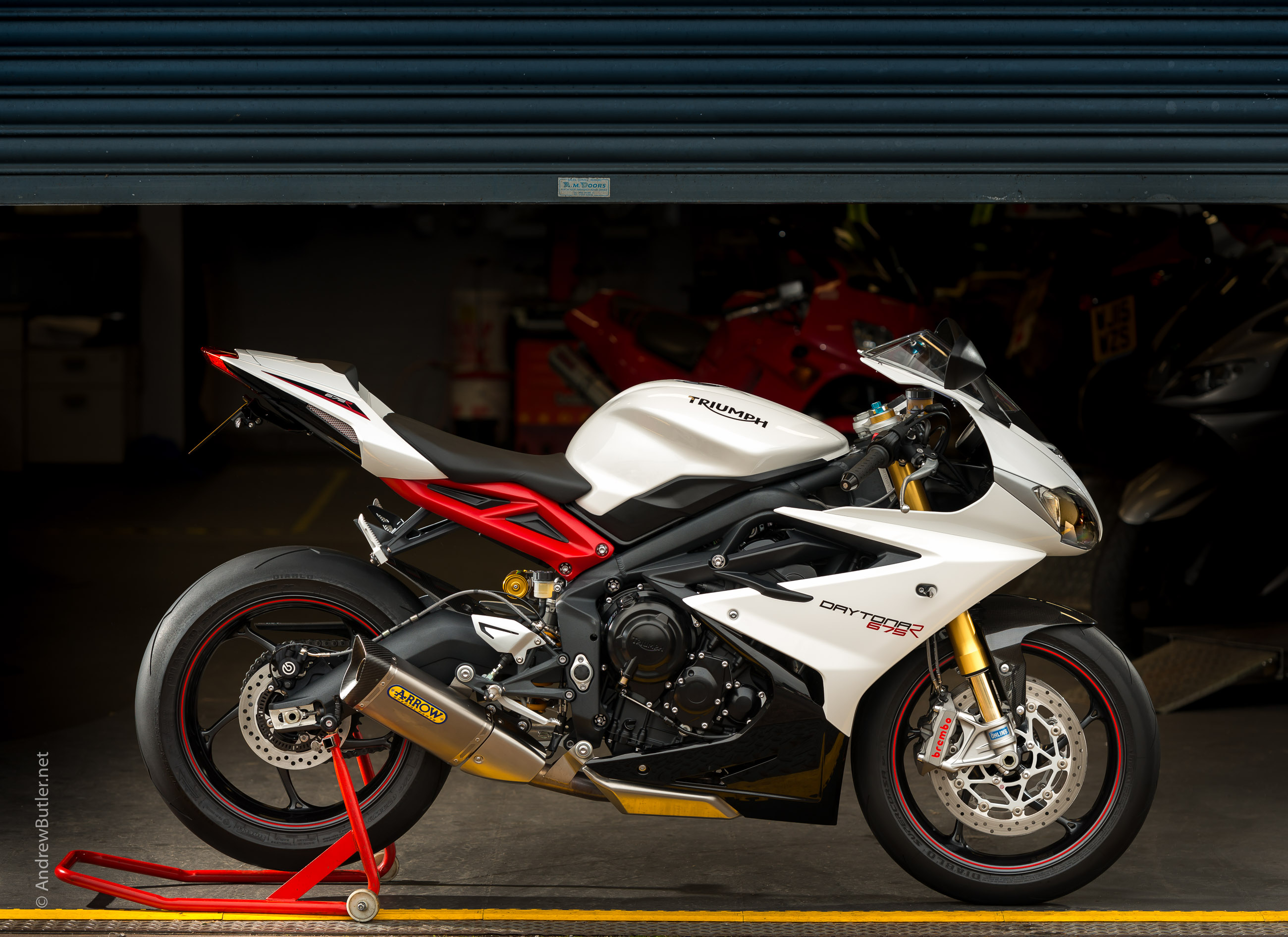 photographing the triumph daytona 675 r at bridge motorcycles exeter. Black Bedroom Furniture Sets. Home Design Ideas